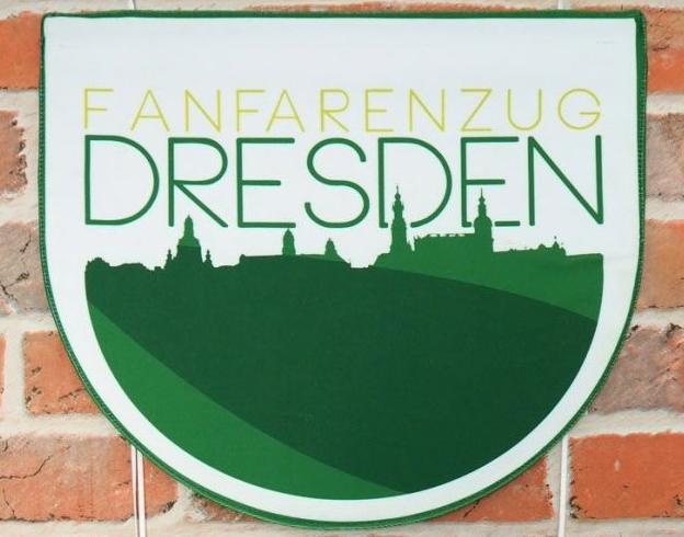 BANDSTYLE-FANFARENZUG-DRESDEN-FANFARENTUCH-1